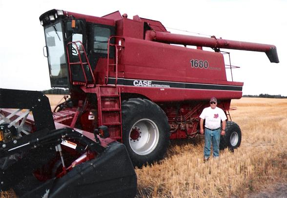 Farm Equipment For Sale: CASE IH 1680 Combine